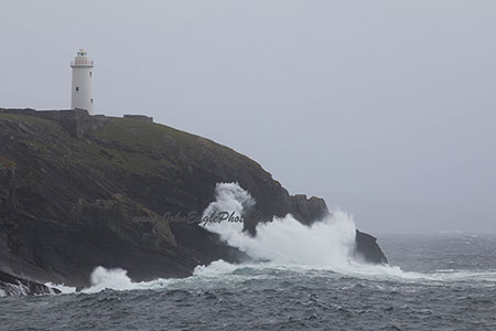 Ardnakinna lighthouse in a storm 2